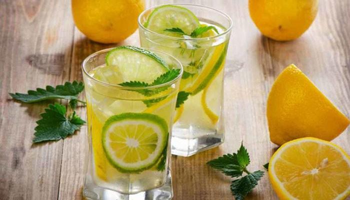 Lợi ích tuyệt vời khi uống nước chanh vào mỗi buổi sáng mà ít người biết đến